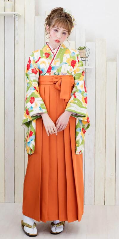 ポップなレンタル袴を着た女性